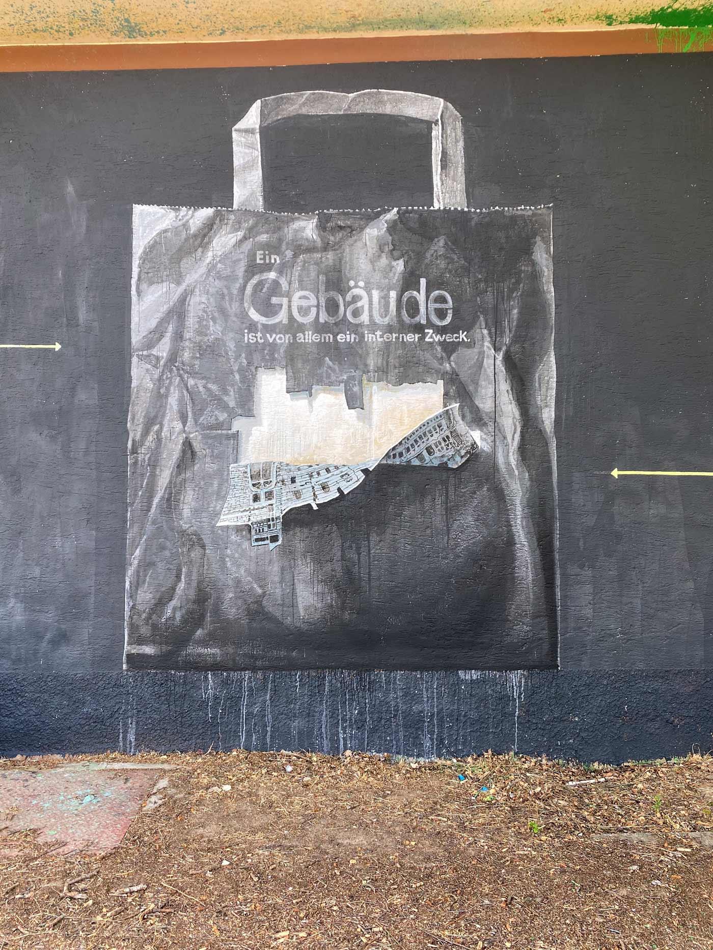 Wandkunst in düsteren Farben mit Abbildung einer Einkaufstüte