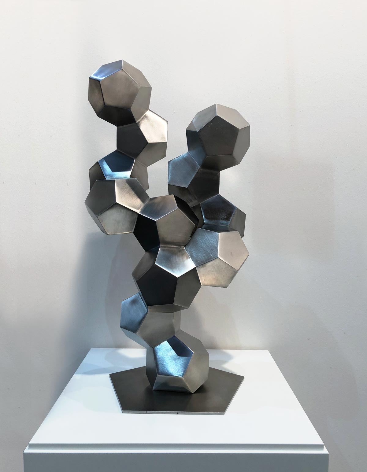 abstrakte Skulptur aus Metall