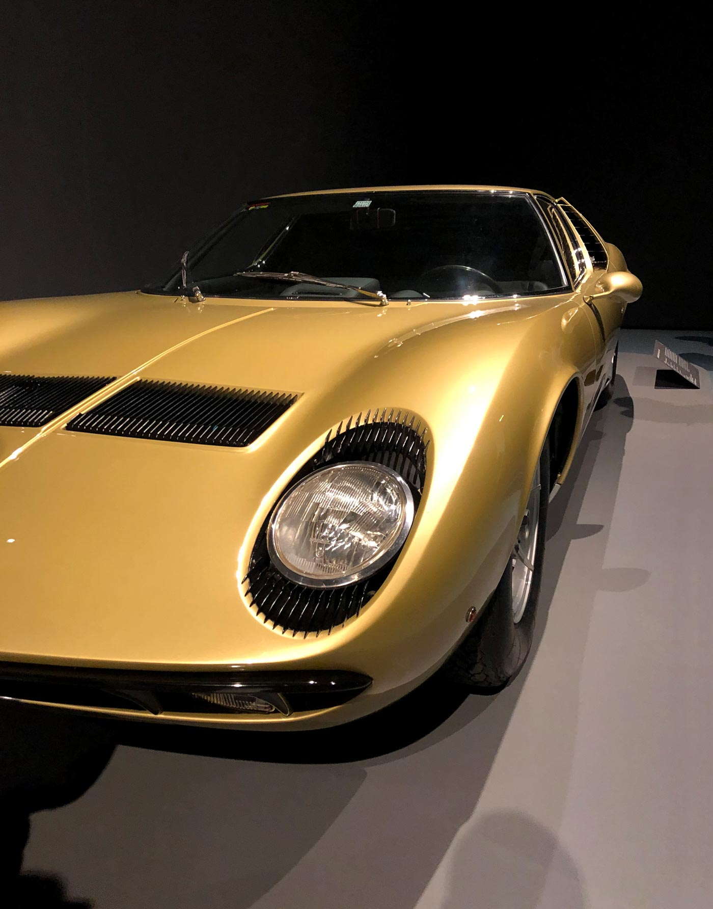 goldener Rennwagen