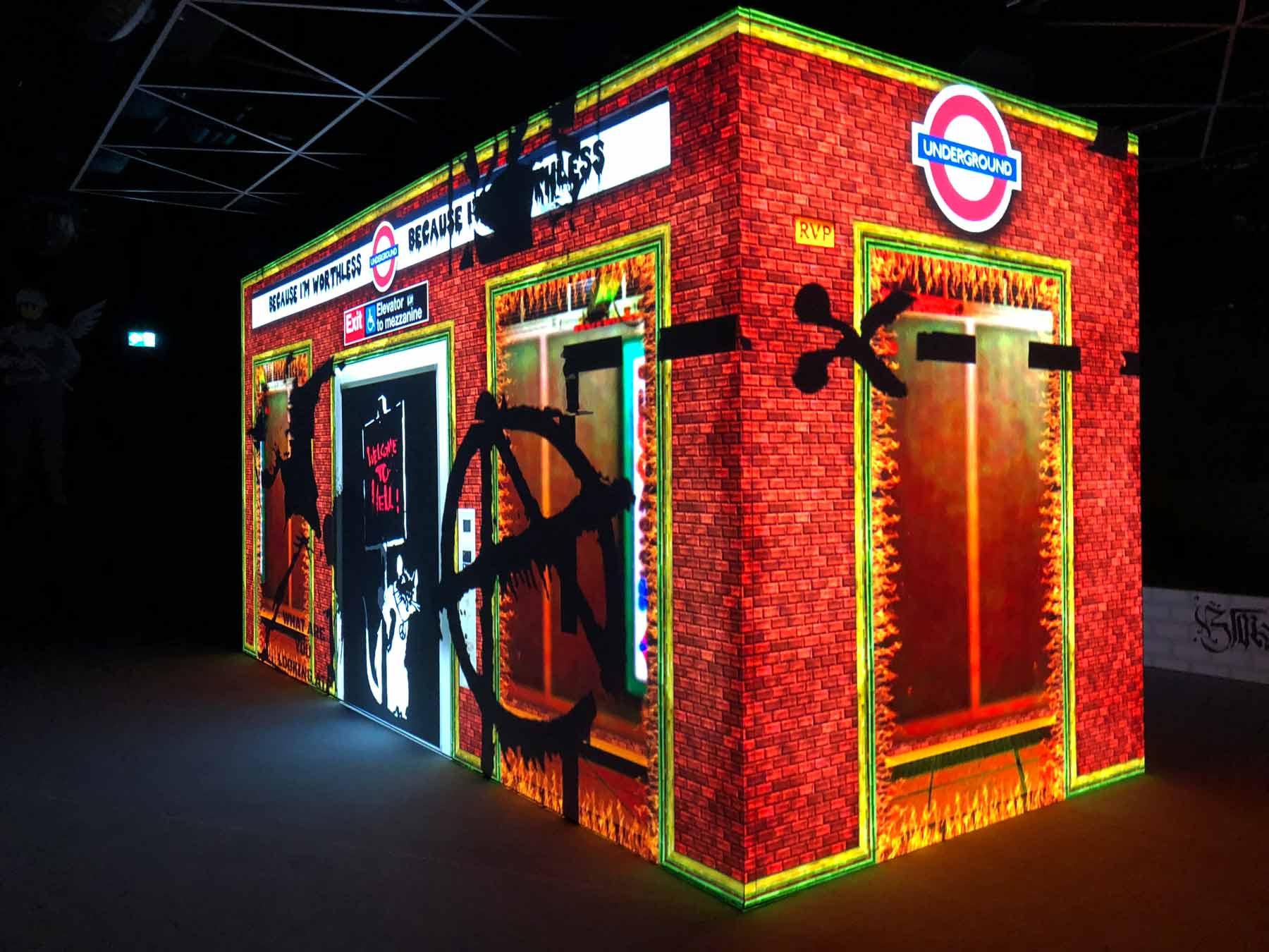 Videoinstallation in der BANKSY Ausstellung