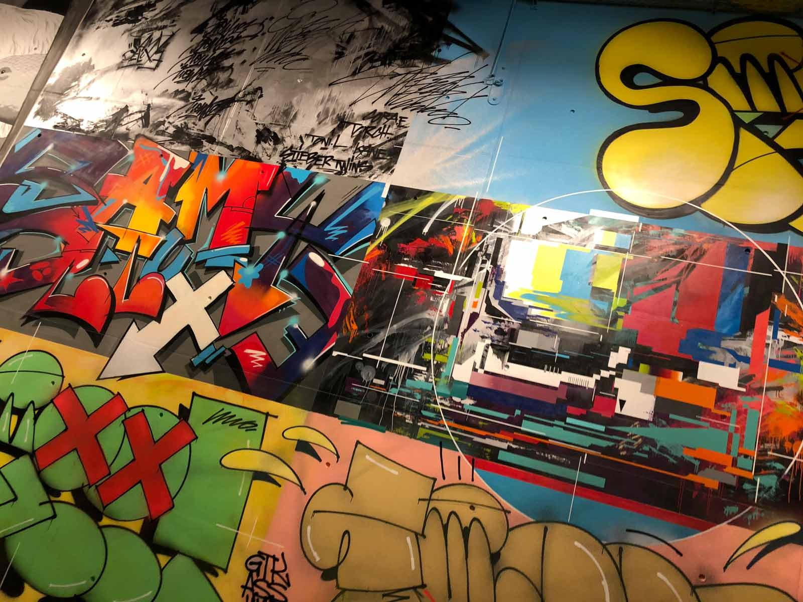 Buntes collageartiges Mural